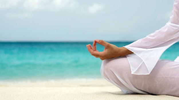 5 Ways Meditation Can Help You Make Peace With Food