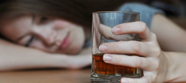 Why You Should Avoid Alcohol (And 3 Healthiest Drinks If You Don't)